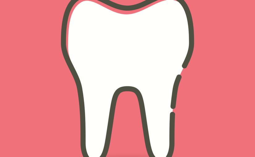 Ładne zdrowe zęby oraz świetny uroczy uśmiech to powód do płenego uśmiechu.