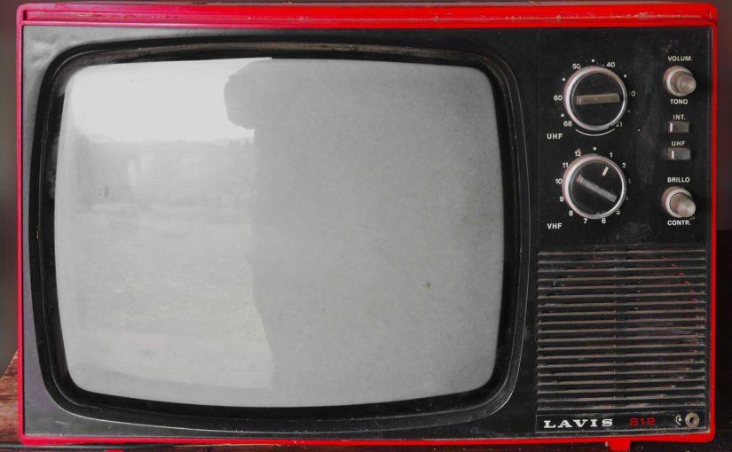 Rodzinny odpoczynek przed telewizorem, czy też niedzielne serialowe popołudnie, umila nam czas wolny oraz pozwala się zrelaksować.